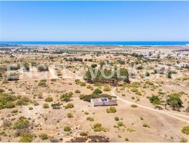 Excellent plot of land with sea view