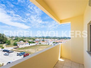 Top Floor 2-bedroom Apartment With Sea View