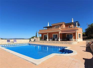 Sea Views ! Spacious classical villa with the most stunning sea views just 2 min to Loulé