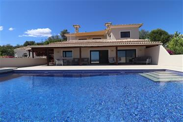 Well presented villa with the most stunning panoramic sea views just a few minutes from Loulé