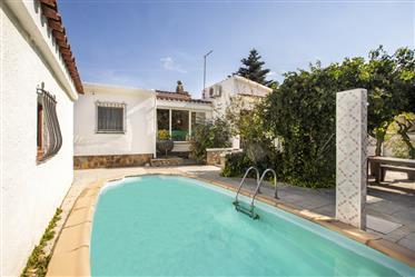 Charmante gerenoveerde villa met zwembad en tuin in een rustige omgeving