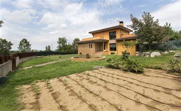 Mooi huis te koop, in de buurt van Banyoles