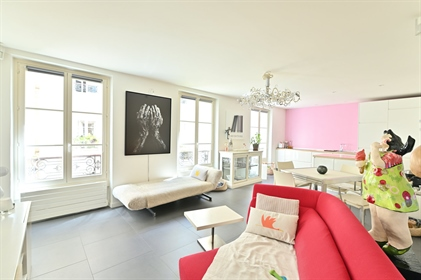 Paris 3rd arrondissement - On the 1st floor with elevator, overlooking the courtyard, in a beautiful