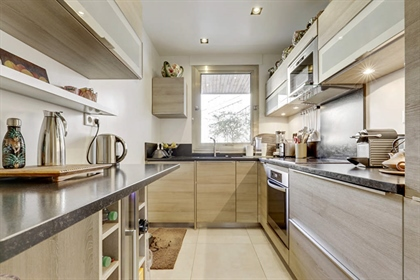 Paris 8th - Alma Marceau - Superb apartment with large balconies, crossing east/west, of 118 m2 offe