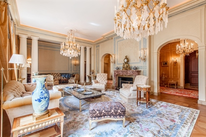 Exceptional, spacious and stylish character apartment, semi-...