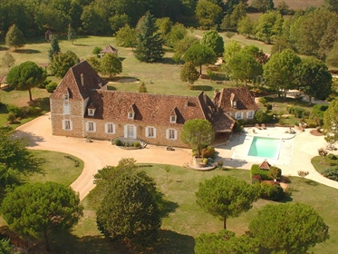 A truly exceptional period property comprising a spacious Maison de Maitre offering 5 bedrooms all w