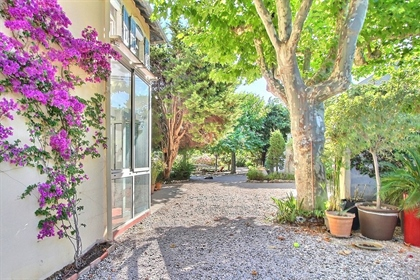Rare Exclusivity In the most sought-after area of the Pointe Rouge, perfectly quiet, on a large sunn