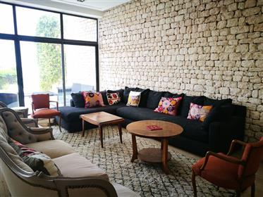 Vivenda: 390 m²