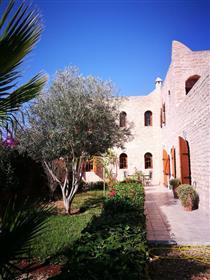 Hermosa villa de piedra 190m2 Jardín 390m2