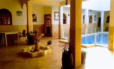 19-10-10-Vr Joli Riad à la campagne avec piscine 489 m²