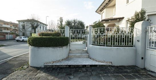 Luxury Villa - Luxury properties in Tuscany Italy - Vesta Real Estate Agency