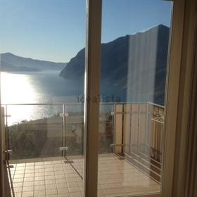 """""""L'Appartamento è situato nella cittadina di Solto Collina s..."""
