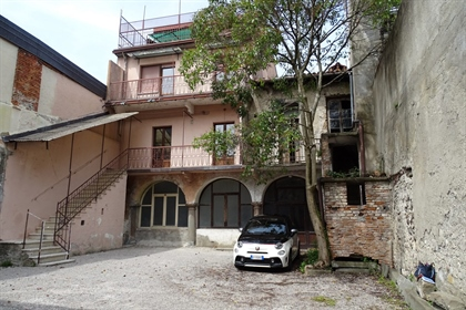 Independent Character House in need of Renovation Just 20 meters from the lake.