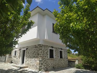 Παραδοσικακή πέτρινη κατοικία στη Ζαγορά Πηλίου