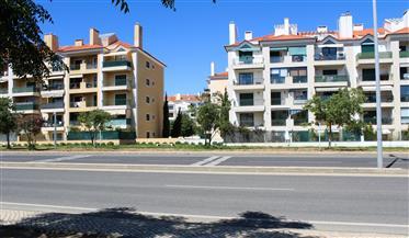 T2 para venda na Quinta de São Gonçalo junto à praia de Carcavelos.