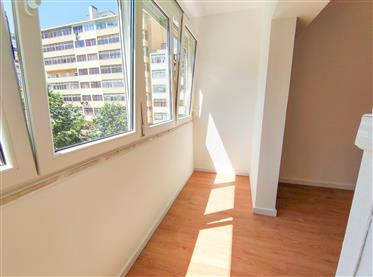 T3 refurbished for sale, on Avenida dos Bons Amigos in Agual...