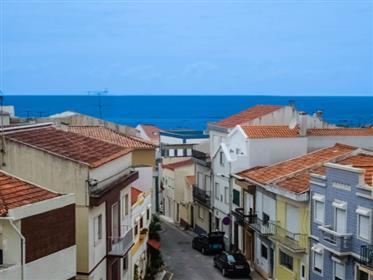 Moradia, junto à praia, com vista de mar