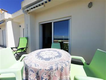 2+2 bedroom apartment with sea view, in front of the beach, with 4 bedrooms and 2Wc on the top floo