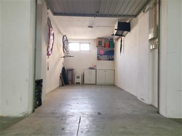 T2 c/ garagem fechada na Tamargueira a 100m da praia