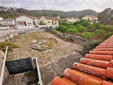 Moradia com terreno na Murtinheira a dois passos da praia