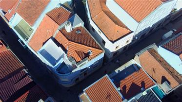 Building in the historic area of Buarcos 100m from the beach