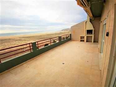 Penthouse T3 with terrace and double garage on the 1st sea line