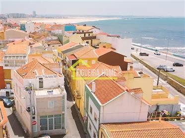 Moradia T6 junto à  praia da Tamargueira, em Buarcos, com licença para alojamento local