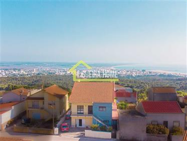 M4+G com terreno e vistas sobre a cidade e mar