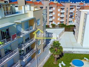 Apartamento T2, em condomínio fechado, com piscina