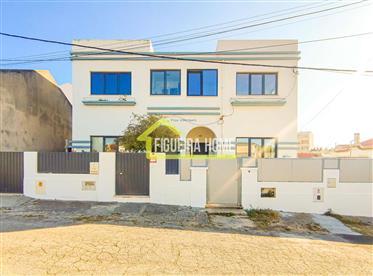 Moradia T3+G junto à  praia e Avenida Marginal da Figueira da Foz