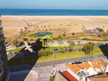 Apartamento T2, na marginal, com vista mar