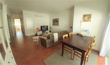 Apartamento T2 em Santa Luzia – com piscina