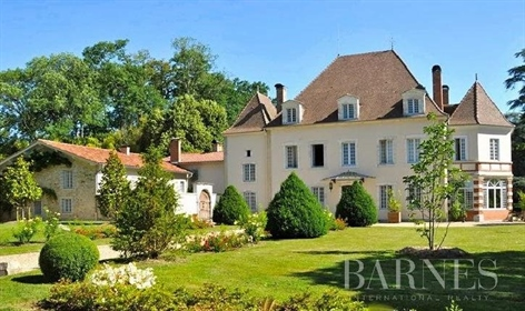 20 minutes from Bayonne, 30 minutes from Biarritz and 20/25 minutes from the beaches and g