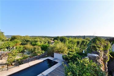 Propriété de 267 m², jardin, piscine et vues dominantes