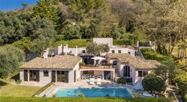 Lovely villa with panoramic views