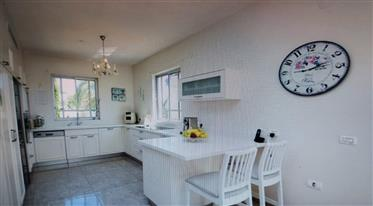 Private 5 Rooms Cottage For Sale in Kfar