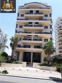 למכירה בנתניה 4 חדרים בבניין מפואר בנוף גלים נוף לים