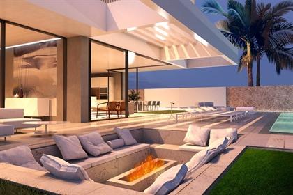 Esta villa se encuentra en Calle Luxemburgo, 38670, Adeje, de, en Tenerife Sur. Es un chal