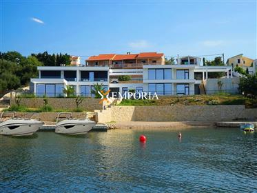 Luksuzni apartman uz more, Novogradnja, Maslenica