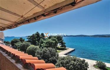 Apartman s panoramskim pogledom na more i otoke, Sveti Filip i Jakov – prvi red do mora