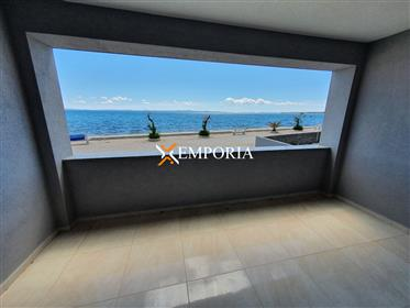 New and modern! Apartment in the first row to the sea on Vir!
