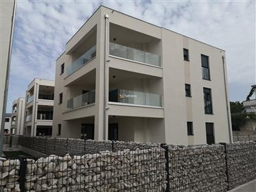 High quality apartment on the island of Vir – New building