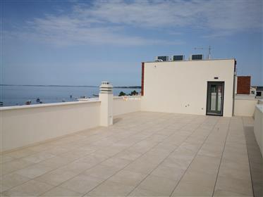 Visokokvalitetni apartman s krovnom terasom na otoku Viru – Novogradnja