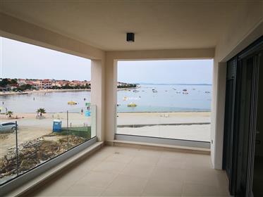 Visokokvalitetni apartman s krovnom terasom na otoku Viru – ...