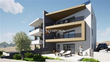 Novi apartman prvi red do mora s krovnom terasom – Vinjerac – Snižena cijena!