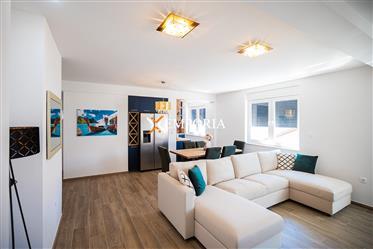 Penthouse – Prekrasan moderno namješten stan s krovnom teras...