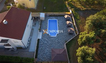 A beautiful house with 3 apartments and pool in Kožino