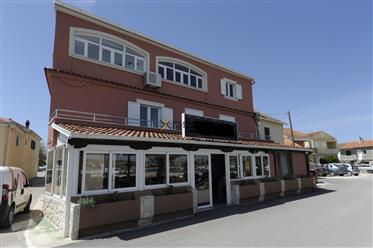 Kuća uz more s apartmanima i restoranom, Bibinje - Zadar okolica