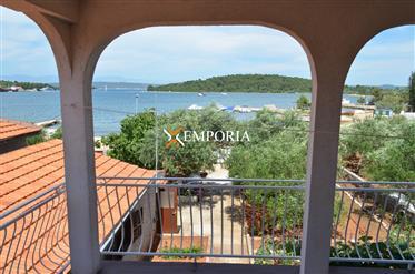Une maison de vacances à vendre à Ždrelac sur l'île de Pasman, première rangée de la mer! A côté de
