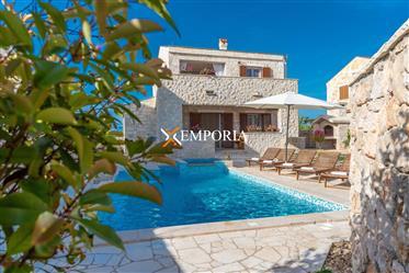 Luksuzna kuća s bazenom i jacuzzijem, Privlaka